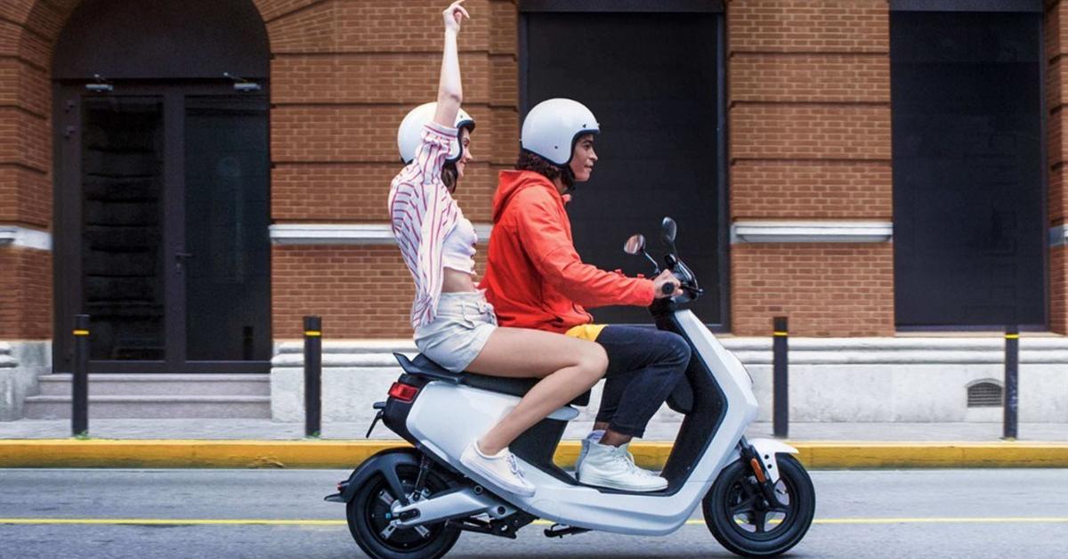 ¿Qué carnet se necesita para conducir una moto eléctrica?