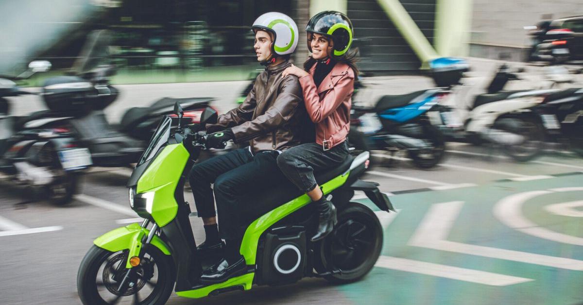Conducir una moto eléctrica ¿qué seguros necesitas?