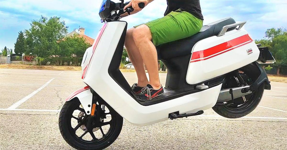 Alquiler de motos eléctricas o Compra de motos eléctricas ¿Qué es mejor?